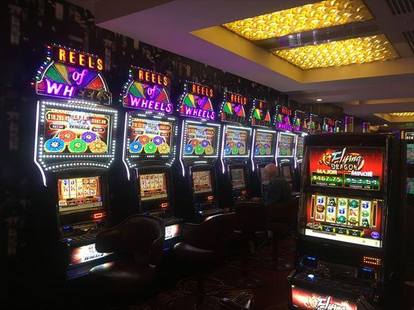 カジノのマシンにチップは不要