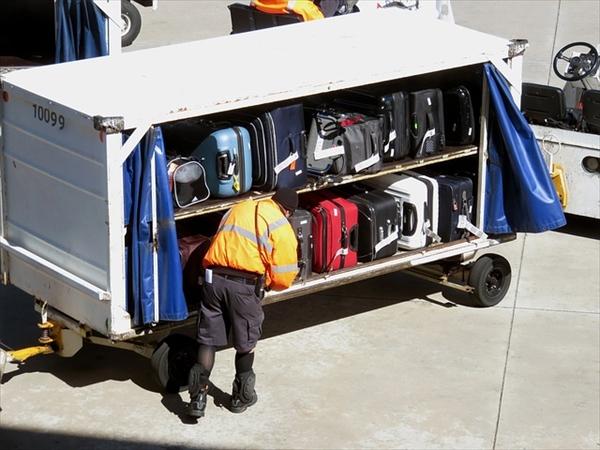 飛行機に預ける荷物