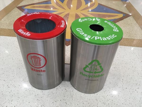 普通ゴミとリサイクルのゴミ箱