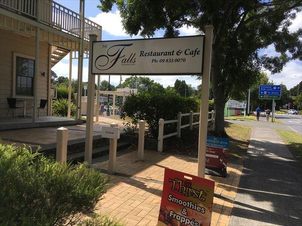 ヘンダーソンのカフェ、The Falls