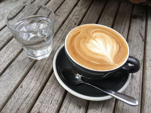 ORO Café のフラットホワイト