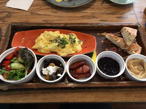 ターキッシュ風のベジタリアンのカフェ料理