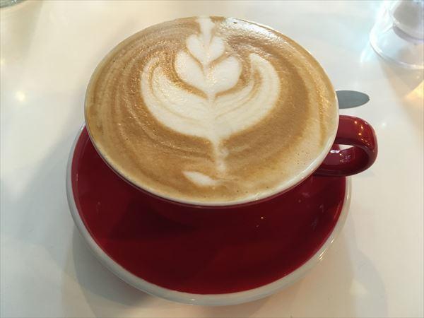 koffee barのコーヒー、フラットホワイト